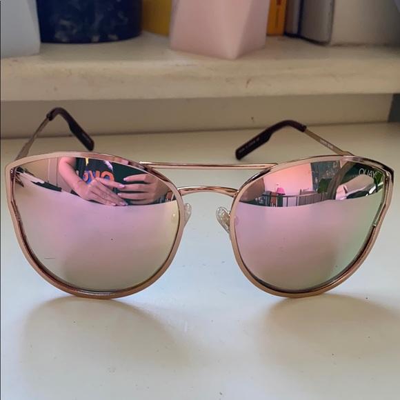 QUAY Cherry Bomb sunglasses in Gold